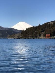 3月上旬の富士山はまだ雪が残っていて真っ白|礒野寛之の釣り日記Part10(2019年3月)